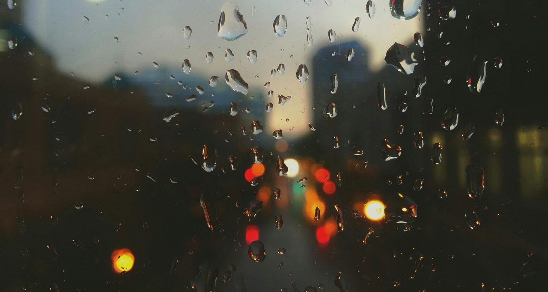 Stormig flygning till ett regnigt Darwin