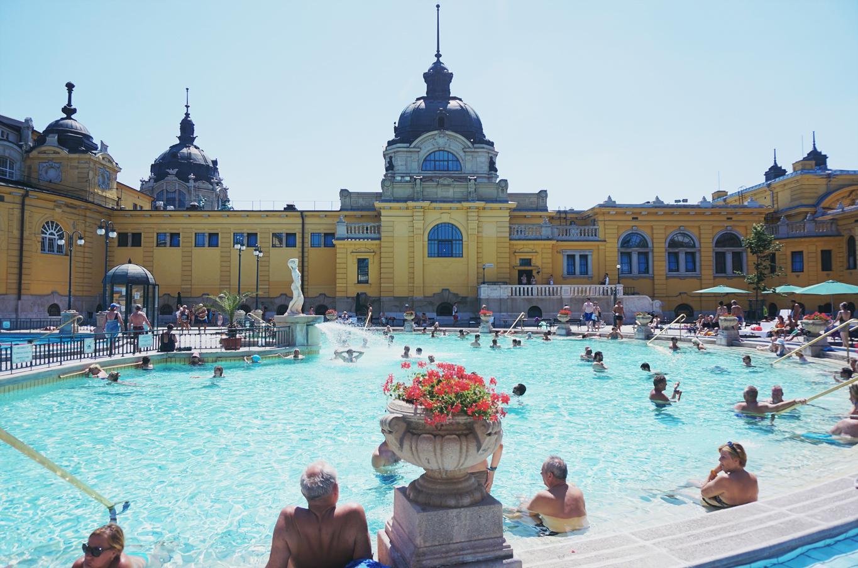 Det ungerska termalbadet – Szechényi i Budapest