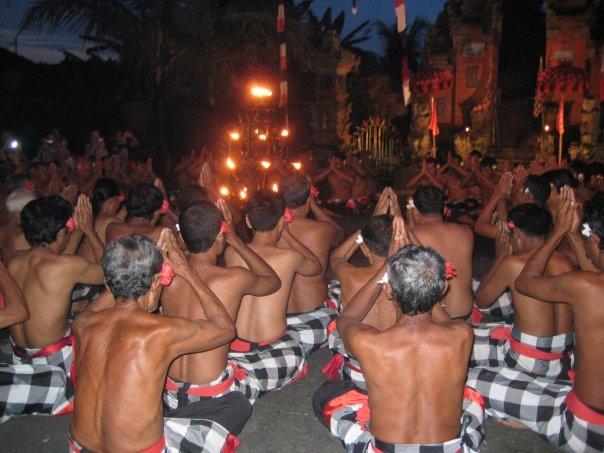 Hinduistisk kultur och vulkanklättring under vår roadtrip runt Bali