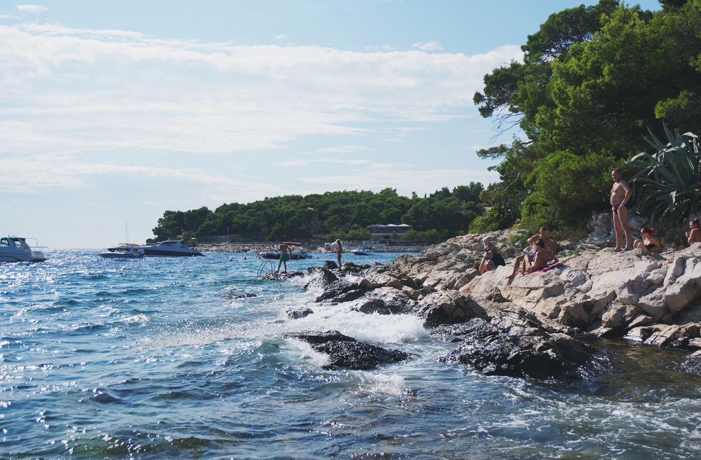 hvar cliff beach