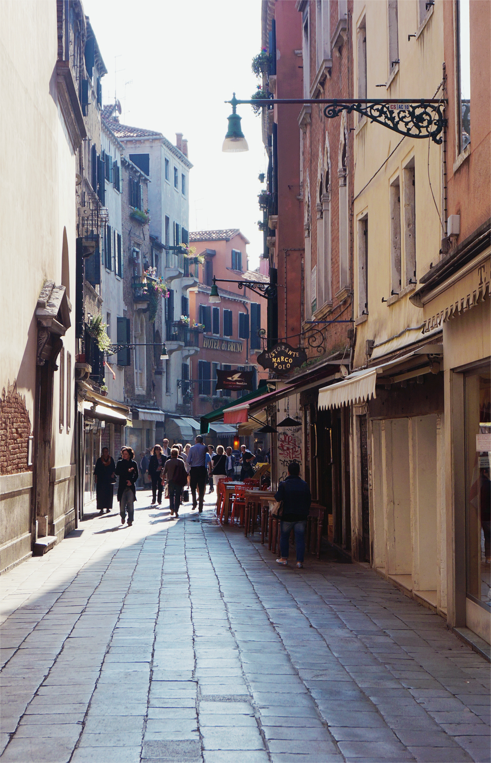 Venedig narrow street