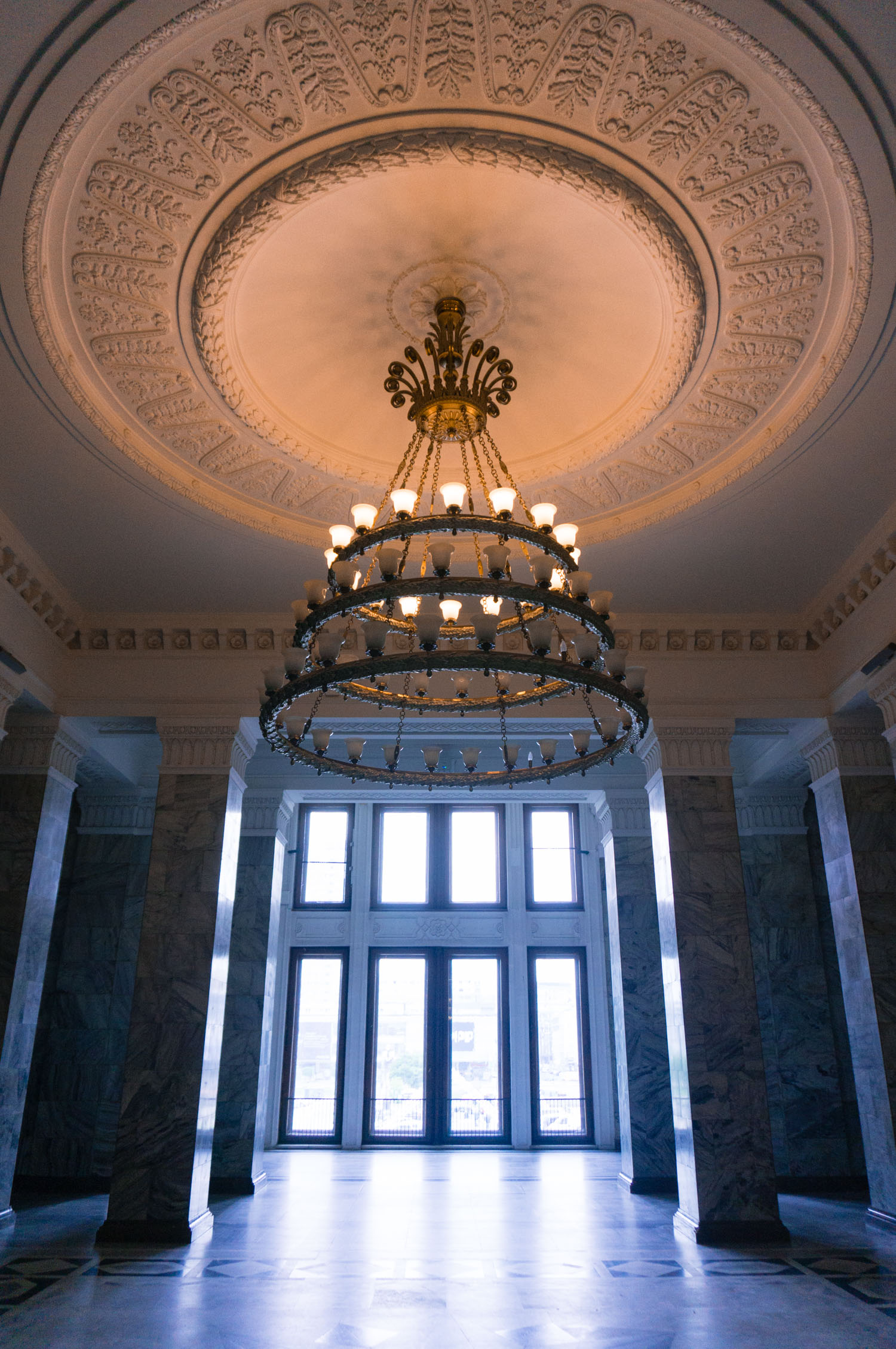 Besök kulturpalatset i Warszawa