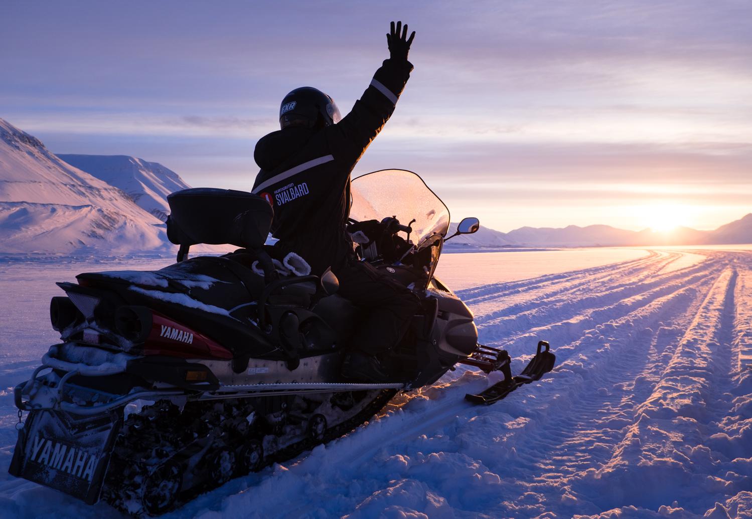 250 km på snöskoter över Spetsbergen