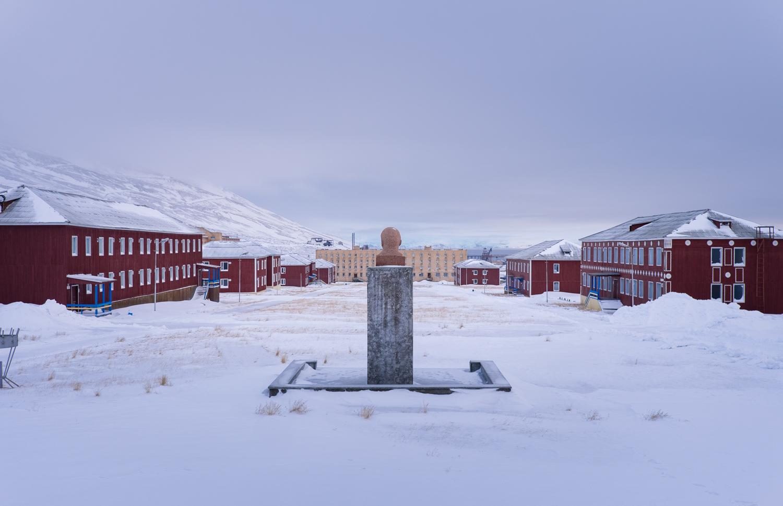 Spökstad och valrossar – båttur till Pyramiden på Svalbard