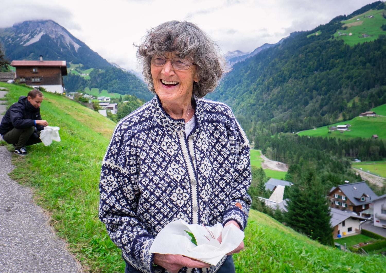 Att göra i Vorarlberg: plocka örter i alperna