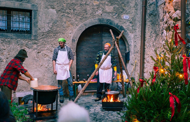 Julmarknad i Canale di Tenno vid Gardasjön