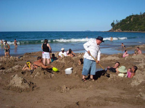 I en knallgul gummibåt nedför sju meter vattenfall – och lite beach