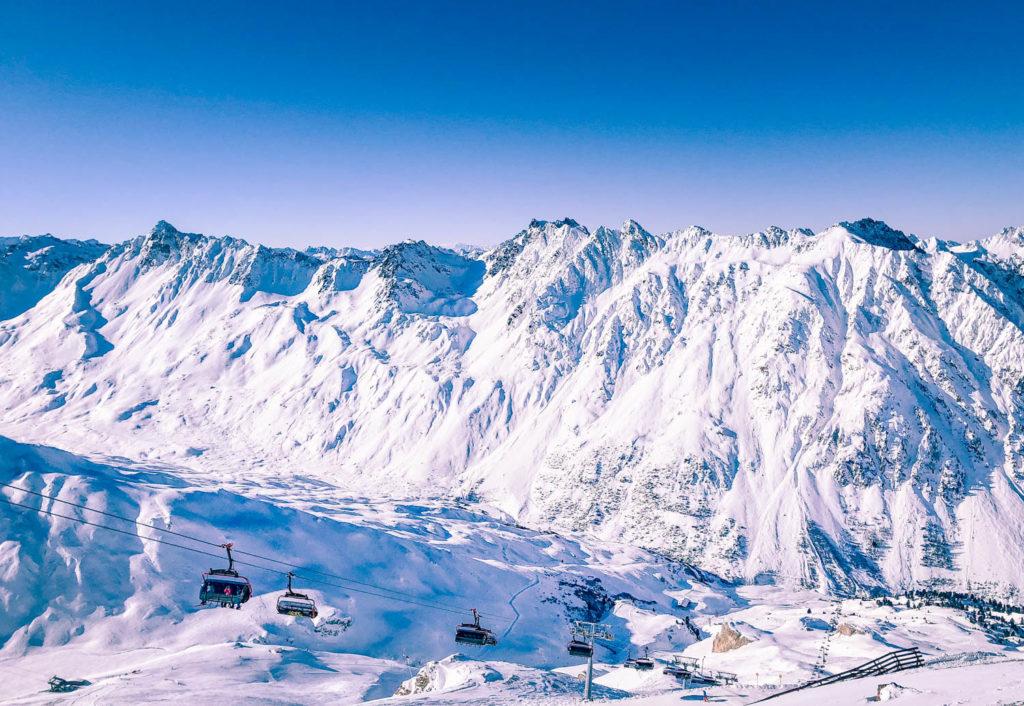 Skidåkningen i Ischgl Österrike