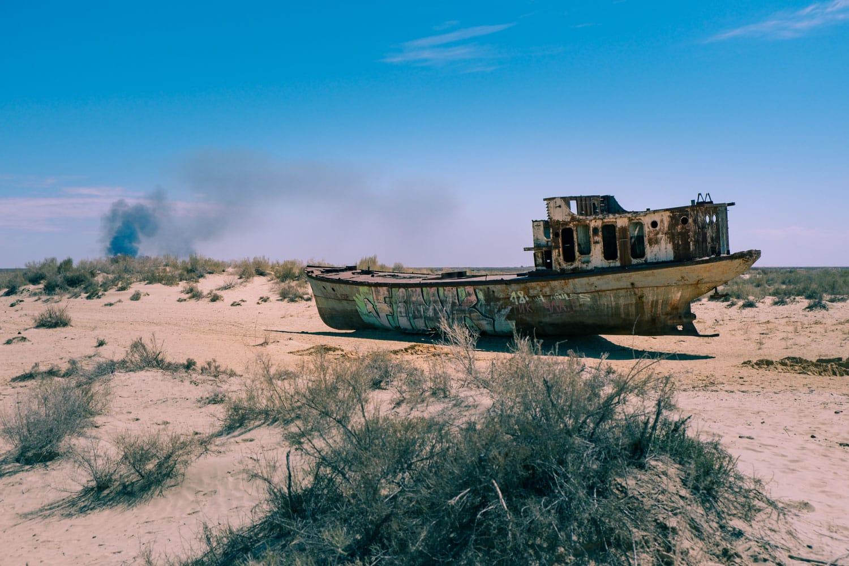 Båtar i Muynak vid Aralsjön