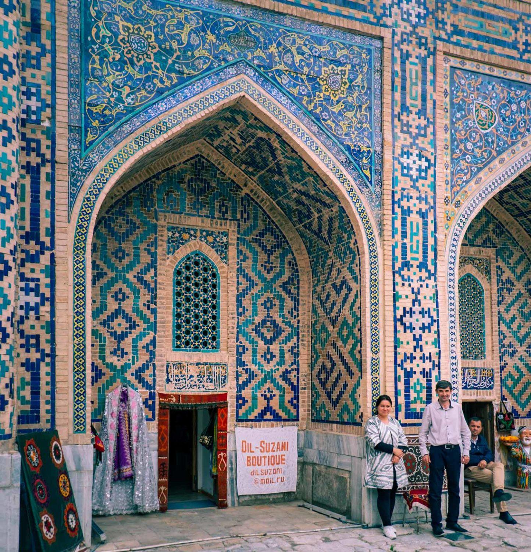 Souvenirbutik vid Registan i Samarkand i Uzbekistan