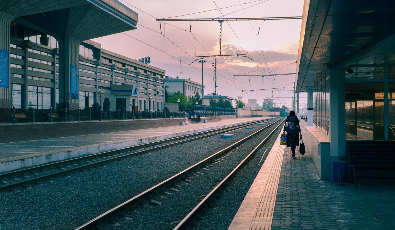 Tågstationen i Samarkand, Uzbekistan.